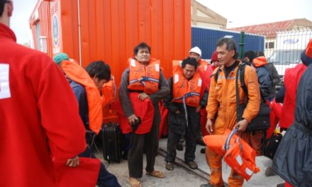 La tripulación espera a que se nombre un consignatario para poder volver a Filipinas