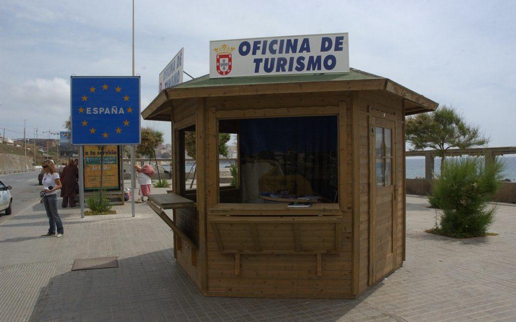 Una caseta de informaci n recibe desde hoy a los turistas for Oficina turismo marruecos