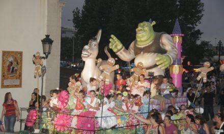 La cabalgata y las reinas llenan de color las calles del centro de la ciudad