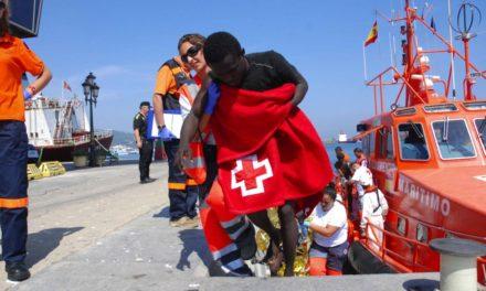 Rescatados nueve subsaharianos al quedar a la deriva en tres balsas de playa