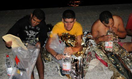 La 'Gadir' rescata a otros siete inmigrantes en una neumática