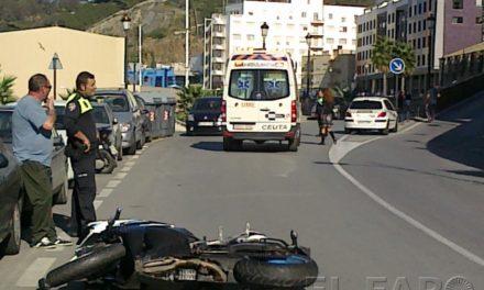 Un vehículo se da a  la fuga tras atropellar   a un motorista