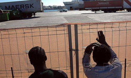 Batalla campal entre guardias e inmigrantes