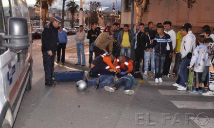 Un vehículo arrolla a un padre y a su hijo que circulaban en motocicleta