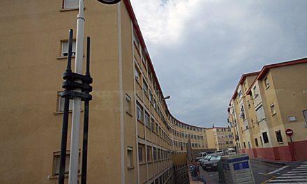 La mujer que se cayó desde un cuarto piso sigue en estado grave