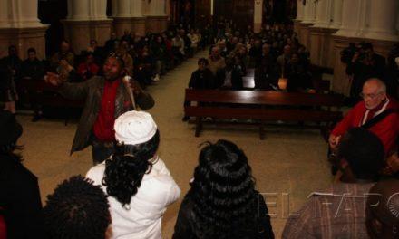 Los residentes del CETI realizan un emotivo concierto