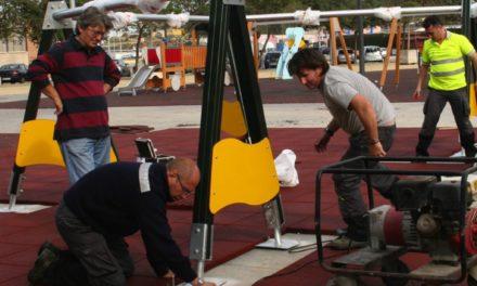 Dotación coloca un parque infantil hexagonal en los bajos de la Marina