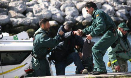 Los tres subsaharianos que intentaron escapar en una patera, acusados de hurto