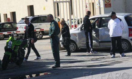 Un motorista y un coche sufren un accidente en Benítez
