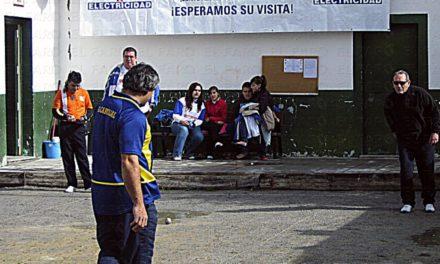 Intentan robar y queman el Club de Petanca Los Rosales