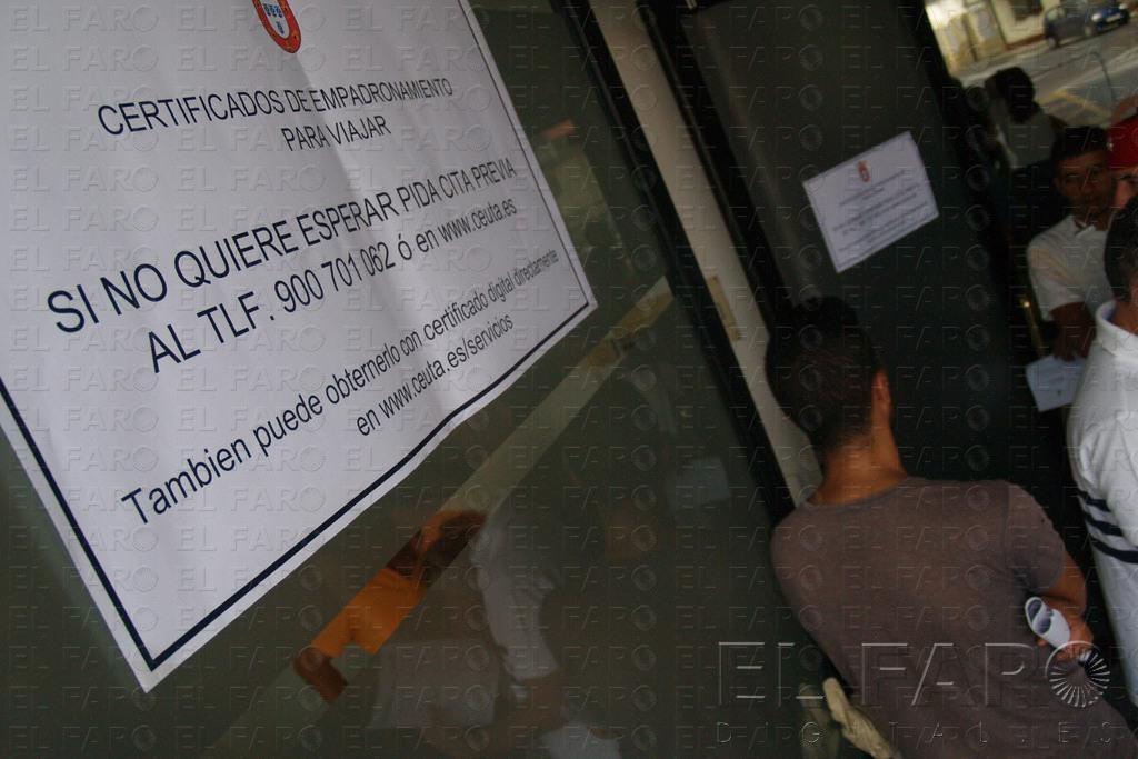 Abierta la oficina del ceuta center para certificados de for Oficina empadronamiento