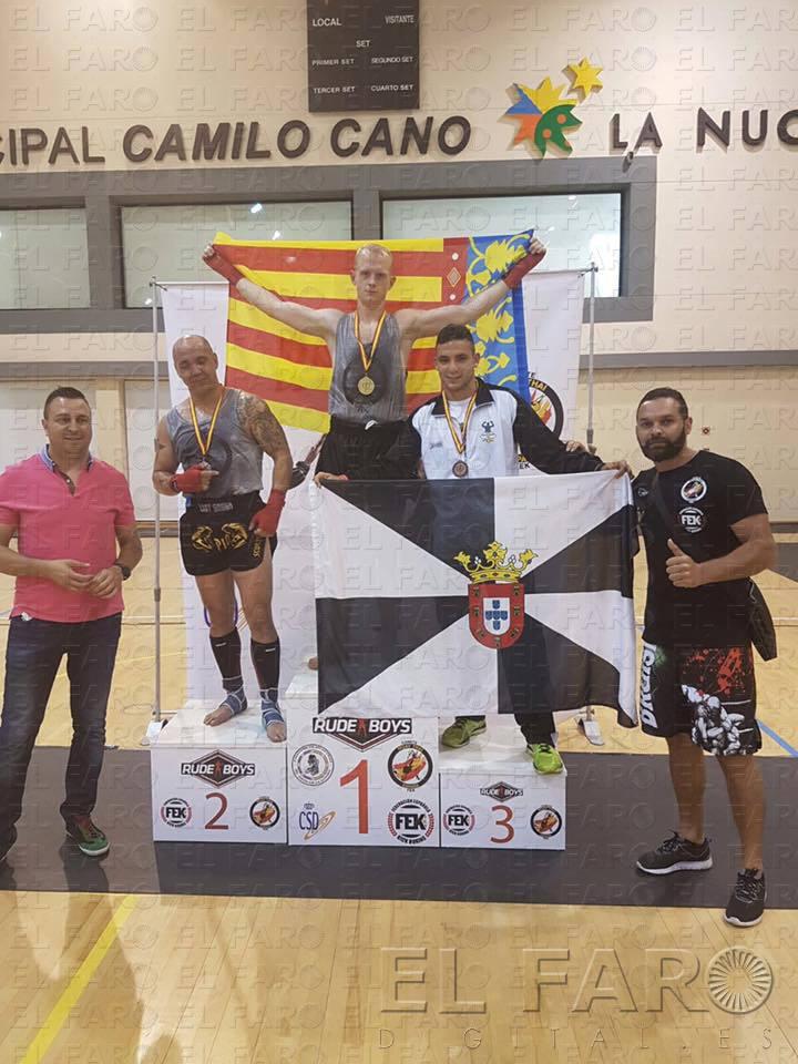 Medalla de bronce para la expedici n caballa el faro de for Piscina municipal camilo cano