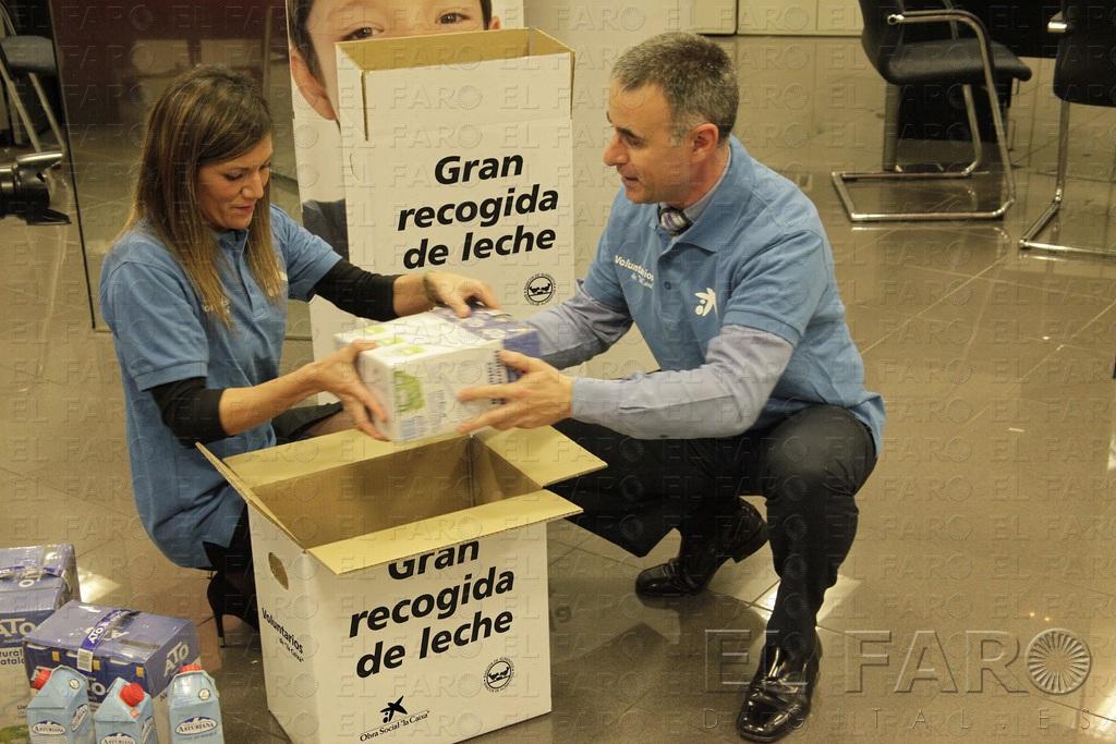 39 la caixa 39 recoge 632 litros de leche en favor del banco for Buscador oficinas la caixa