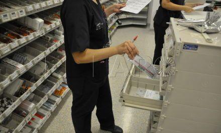 Los enfermeros trabajan más tiempo de lo establecido en su jornada laboral