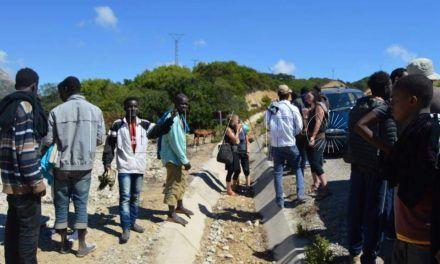 Ayuda humanitaria al otro lado de la valla