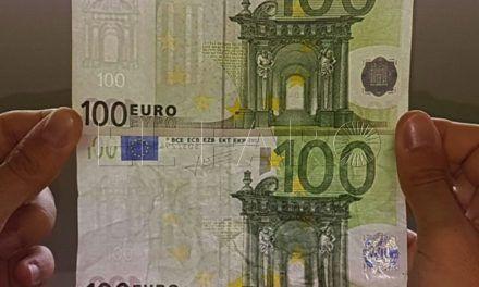 Una mujer alerta de que le han dado un billete falso de 100 euros al cambiar en la frontera