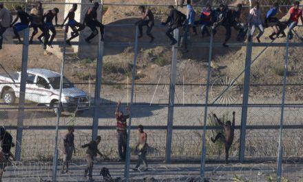 Sube la llegada de inmigrantes por mar frente al descenso de saltos a vallas en Ceuta y Melilla