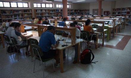 """MdyC habla de """"confusión"""" en las bases reguladoras para Ayudas de Estudios Universitarios"""