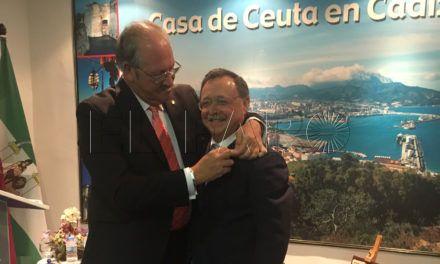 Vivas recibe la Caballa de Oro de la Casa de Ceuta en Cádiz