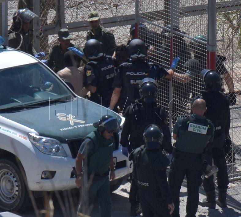 Interior insiste en que derogar rechazos en frontera genera problemas a los guardias