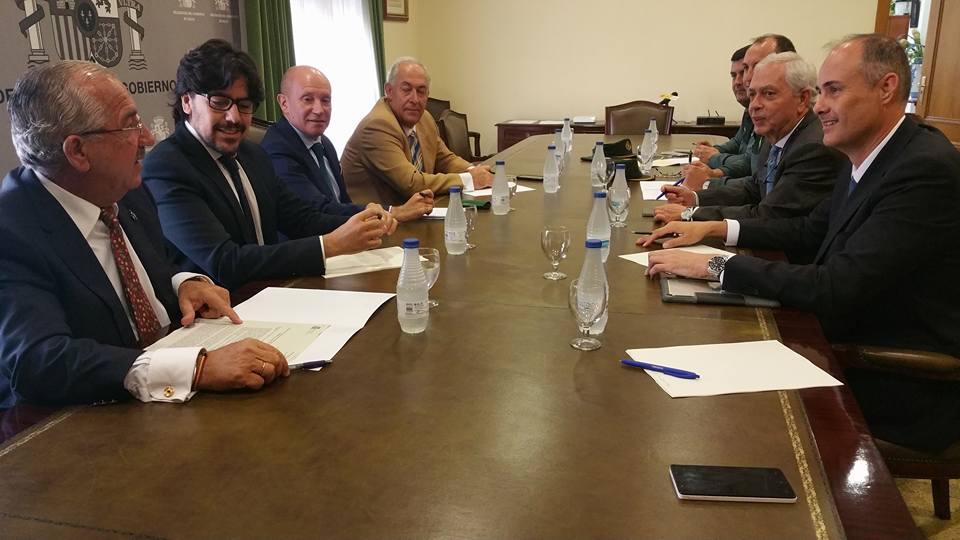 La Delegación del Gobierno aborda actuaciones para la seguridad en el puerto