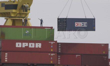 El tráfico de mercancías salva un árido agosto en el Puerto de Ceuta