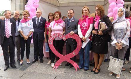 Ceuta se viste con el 'lazo rosa'