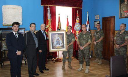 Entrega de un cuadro de la Patrona de Ceuta al contingente que se desplazará a Mali