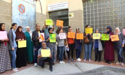 Indignada concentración ante Asuntos Sociales en el Día Internacional para la Erradicación de la Pobreza
