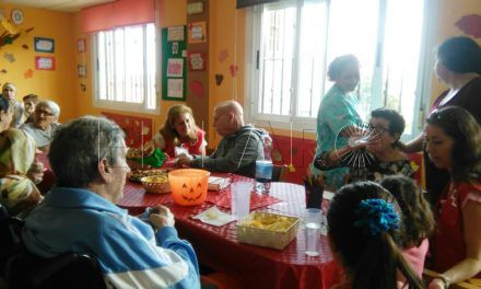 El centro de enfermos de alzhéimer de Cruz Roja celebra la Mochila