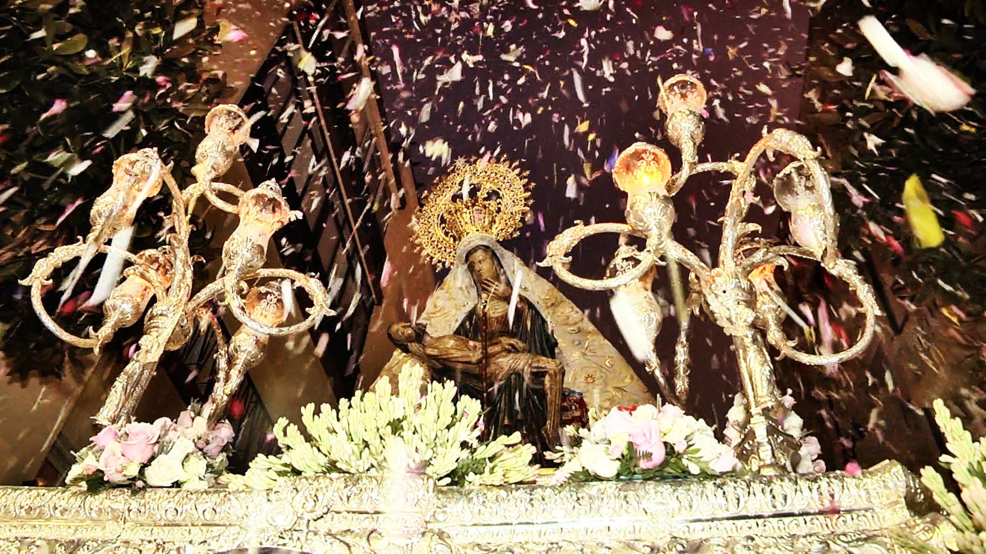 Arropada y querida, la Virgen de África procesionó por su Ceuta