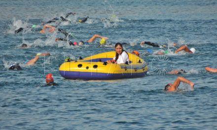Más de 60 ceutíes nadan por Melania