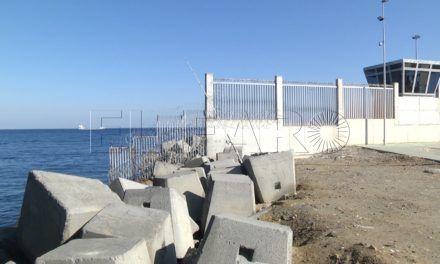 El Puerto perfila el blindaje del acceso al Muelle de Poniente por las escolleras