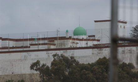 """Sindicatos piden el cese del administrador de la prisión por """"obligar"""" a internos a limpiar y hacer obras"""