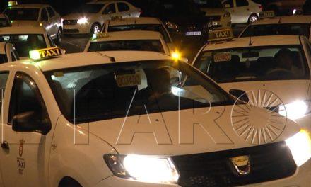 La flota del taxi para en protesta por las retenciones