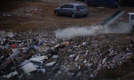 La Policía Local detiene a dos individuos por verter residuos contaminantes al monte