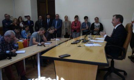 Vivas justifica la remodelación en la necesidad de impulsar la acción política y en retomar los contactos con el Gobierno central