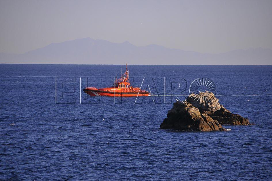 La Atria intercepta a dos marroquíes que cruzaban en kayak