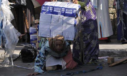 La situación de las porteadoras que cruzan Tarajal llega a Europa