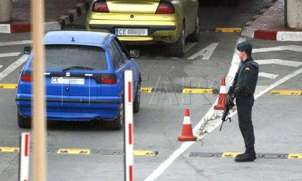 La Guardia Civil detiene a dos marroquíes al pasar a un asiático en su vehículo