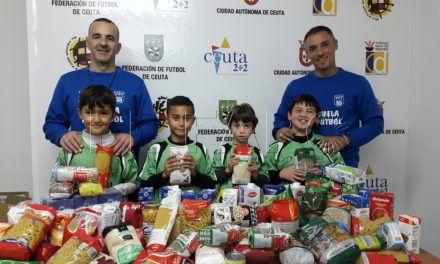 Los alumnos de las Escuelas de Fútbol recogen alimentos
