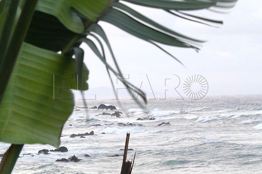 El fuerte temporal obliga a cancelar las  rotaciones de dos de las tres navieras