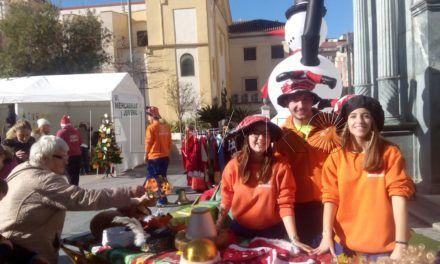 El VI Mercadillo Juvenil lleva el espíritu navideño a la Plaza de los Reyes