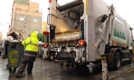 Los operarios de Trace recogen la basura en 'el Príncipe' sin escolta policial