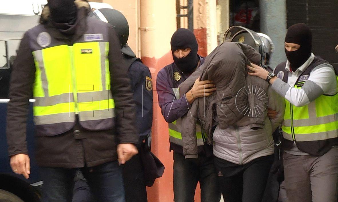 Trasladan a un presunto terrorista con causa de hurto pendiente en Ceuta