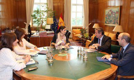 Carreira aborda con la Secretaría de Estado de Medio Ambiente la reforma de la ETAP y la mejora en las playas