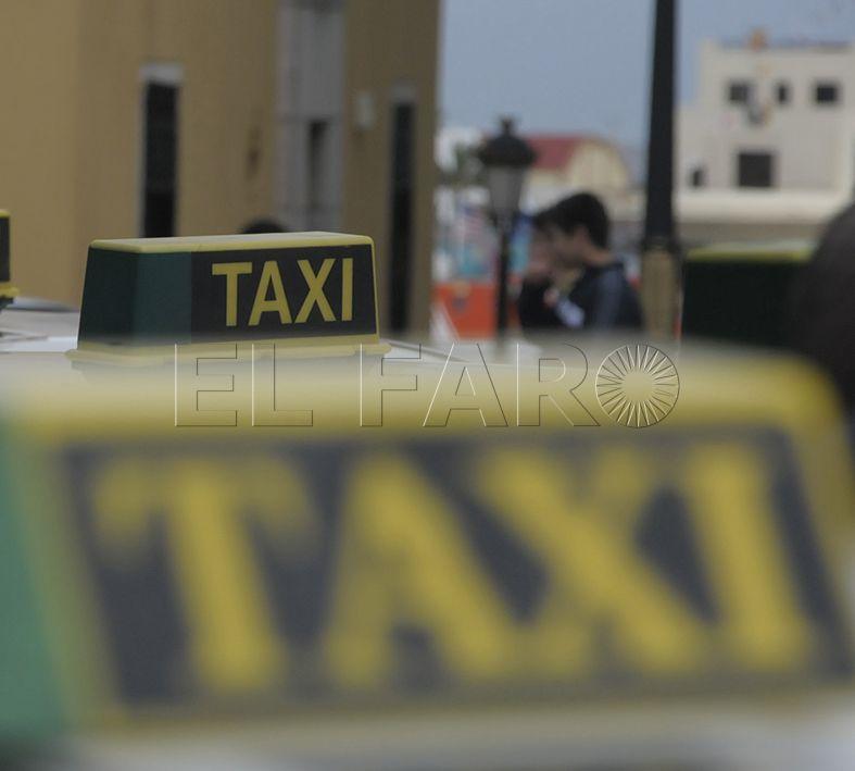 Operativa la nueva línea telefónica para pedir servicio con Auto-taxis