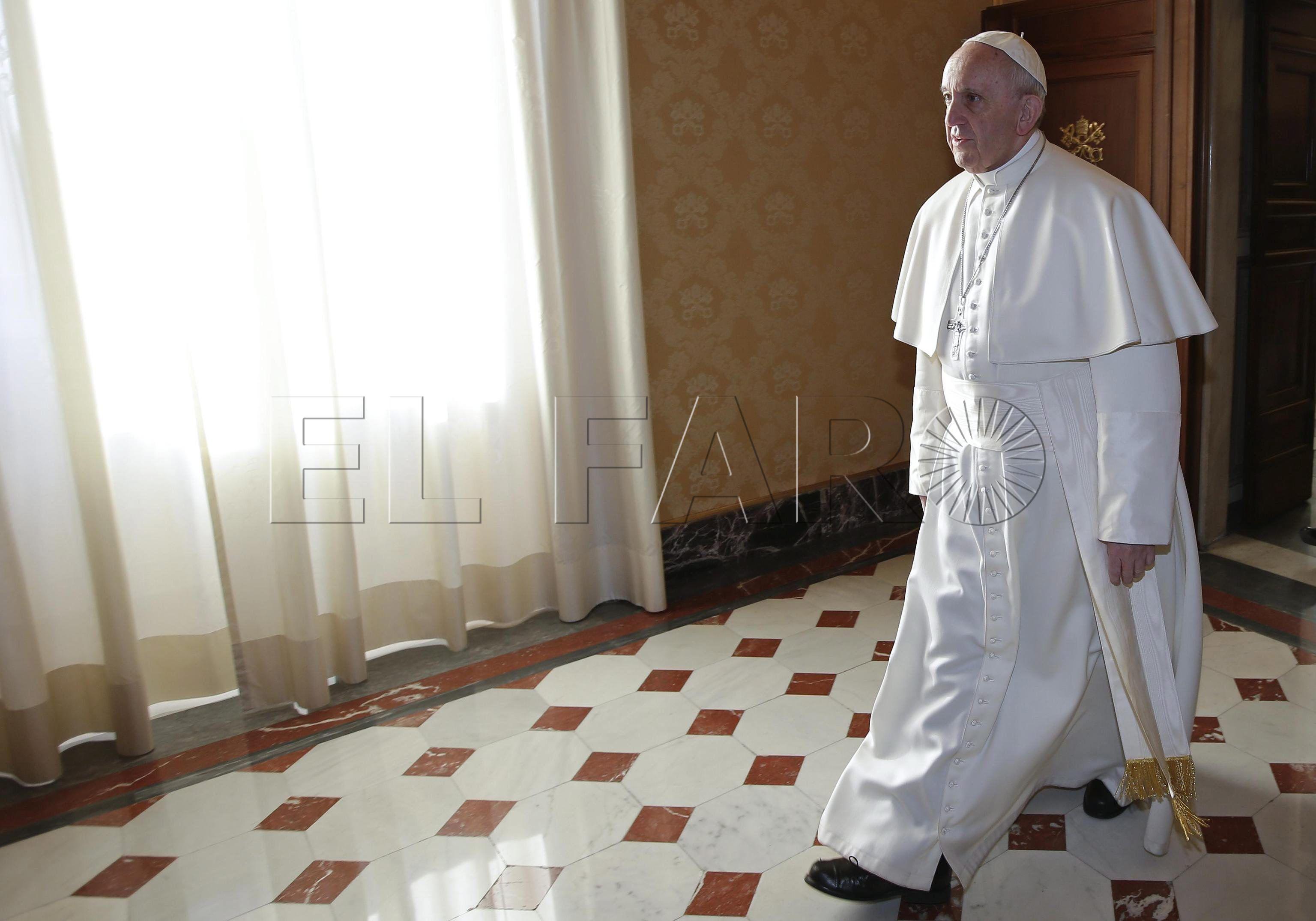 El papa Francisco habla de la valla de Ceuta en una entrevista en El País