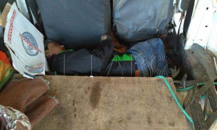 Detenidos dos hombres por intentar pasar a un bangladeshí en un doble fondo de un turismo