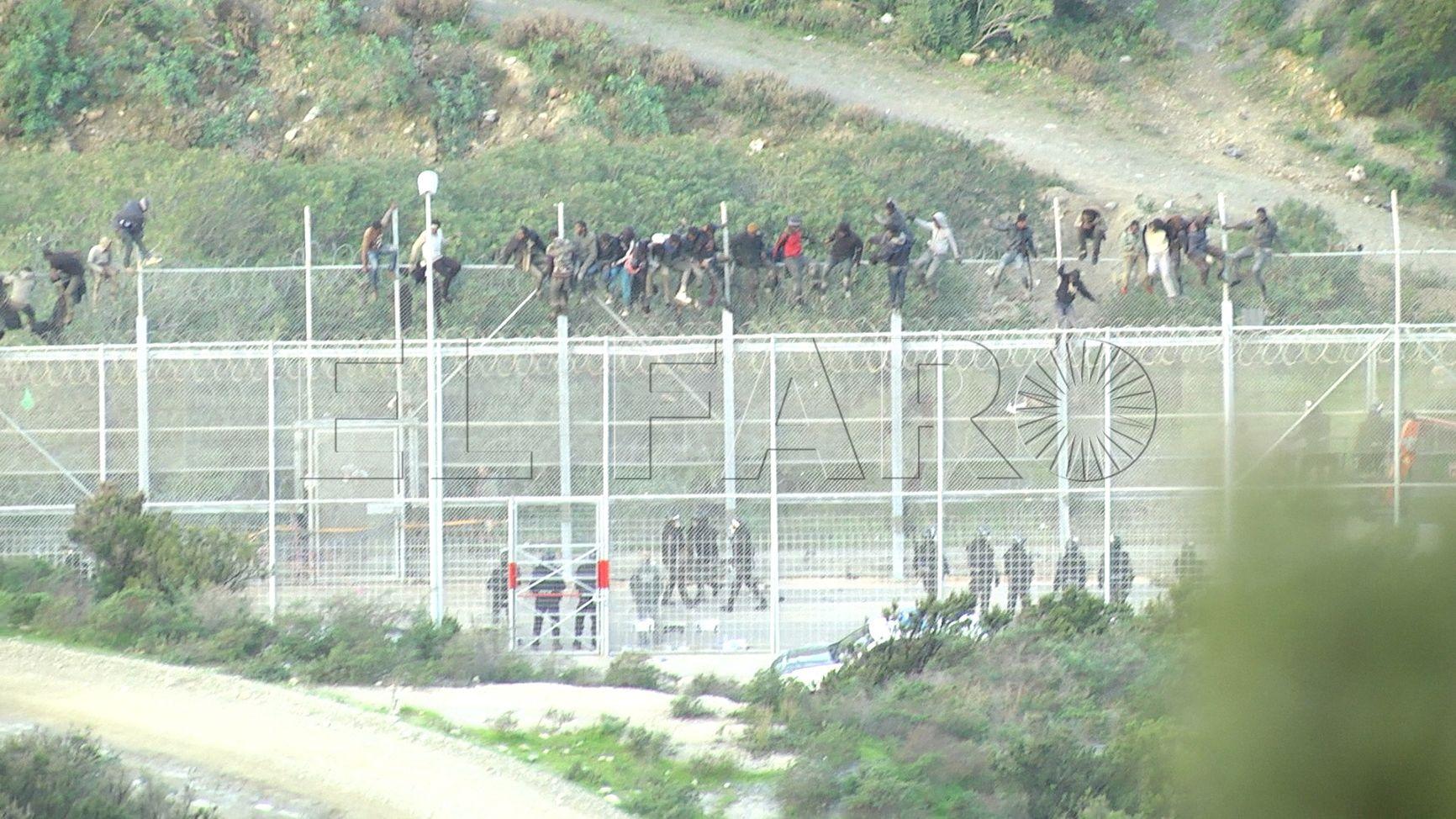 Marruecos advierte de que las tentativas de asalto a los vallados de Ceuta y Melilla van a ser castigados con más rigor